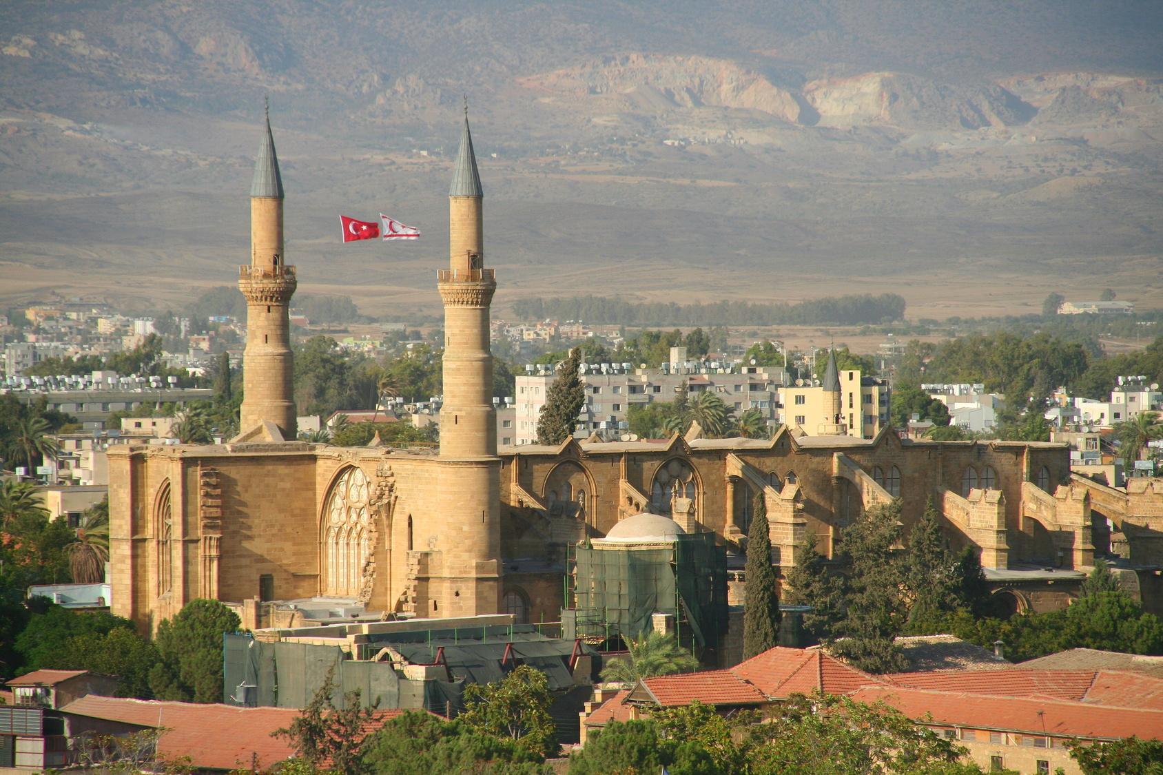 Meczet Selimiye na tureckiej stronie Nikozji